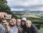 Father and sons taking selfie - CUF21166