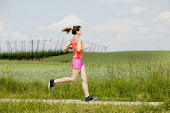 Young woman jogging - MAEF12641