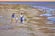 Australia, Adelaide, Onkaparinga River, family walking on the beach together - BEF00135