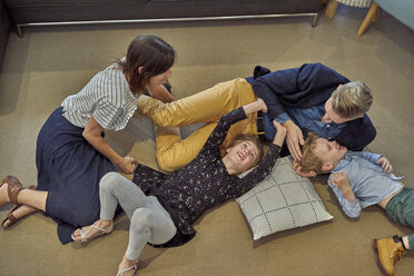 Happy family relaxing on the floor at home - BEF00148