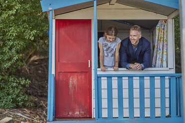 Father and daughter inside playhouse - BEF00153