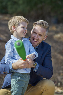 Happy father and son playing with foam baseball bat - BEF00156