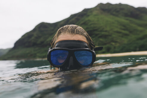 Swimmer wearing goggles near surface of sea - ISF08772