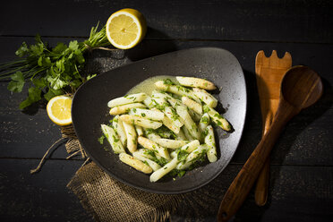 Asparagus salad with chives, parsley and vinaigrette - MAEF12655