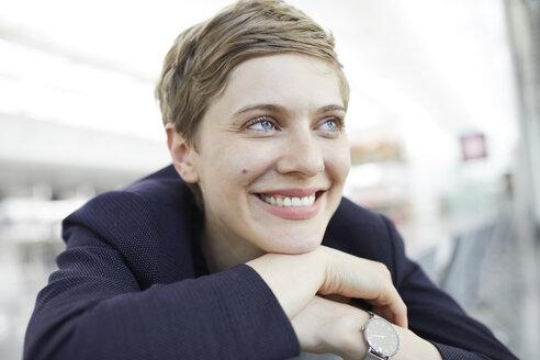 Portrait of blond businesswoman - PNEF00692