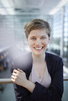 Portrait of blond businesswoman - PNEF00698