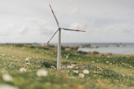 France, Brittany, Meneham, miniature wind turbine at the coast - GUSF00945