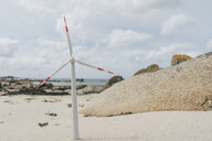 France, Brittany, Meneham, miniature wind turbine at the beach - GUSF00972