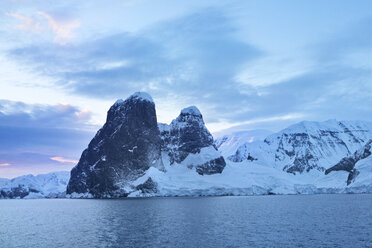 Antarctic, Antarctic Peninsula, snow covered mountains with ice and glacier in the morning - CVF00672
