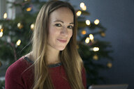 Portrait of smiling woman at Christmas time - MOEF01367
