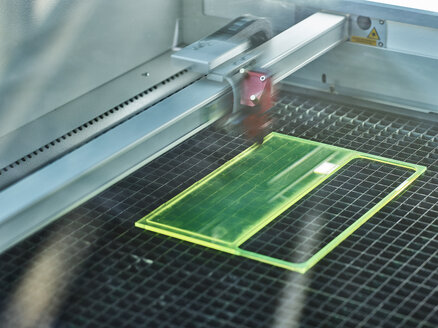 Laser cutter on the move - CVF00714