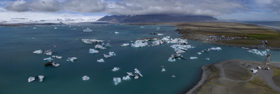 Panoramic view of icebergs in water against cloudy sky, Jökulsárlón, Iceland - FSIF03136