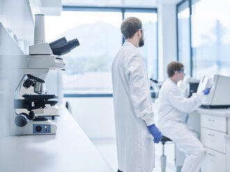 chemical laboratory technicians working in laboratory - CVF00725