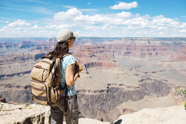 USA, Arizona, Grand Canyon National Park, Young woman with backpack exploring and enjoying the landscape - GEMF02064