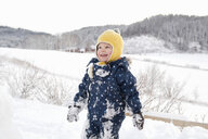Boy playing in the snow - CUF24116