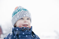 Boy playing in the snow - CUF24119