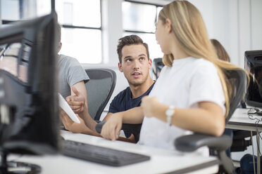 Teacher talking to student in computer class - ZEF15698