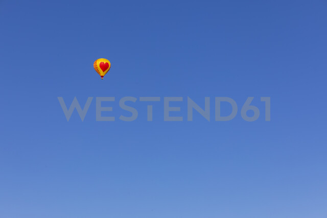 Air balloon with heart, clear blue sky, copy space - MMAF00378