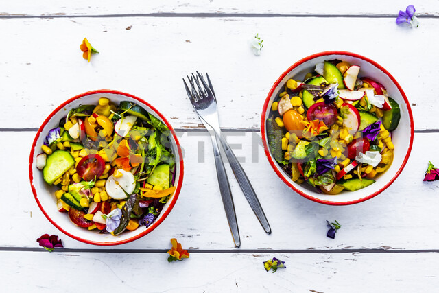 Two bowls of mixed salad with edible flowers - SARF03772