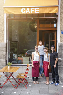 Waiter and waitresses outside cafe, portrait - CUF27515