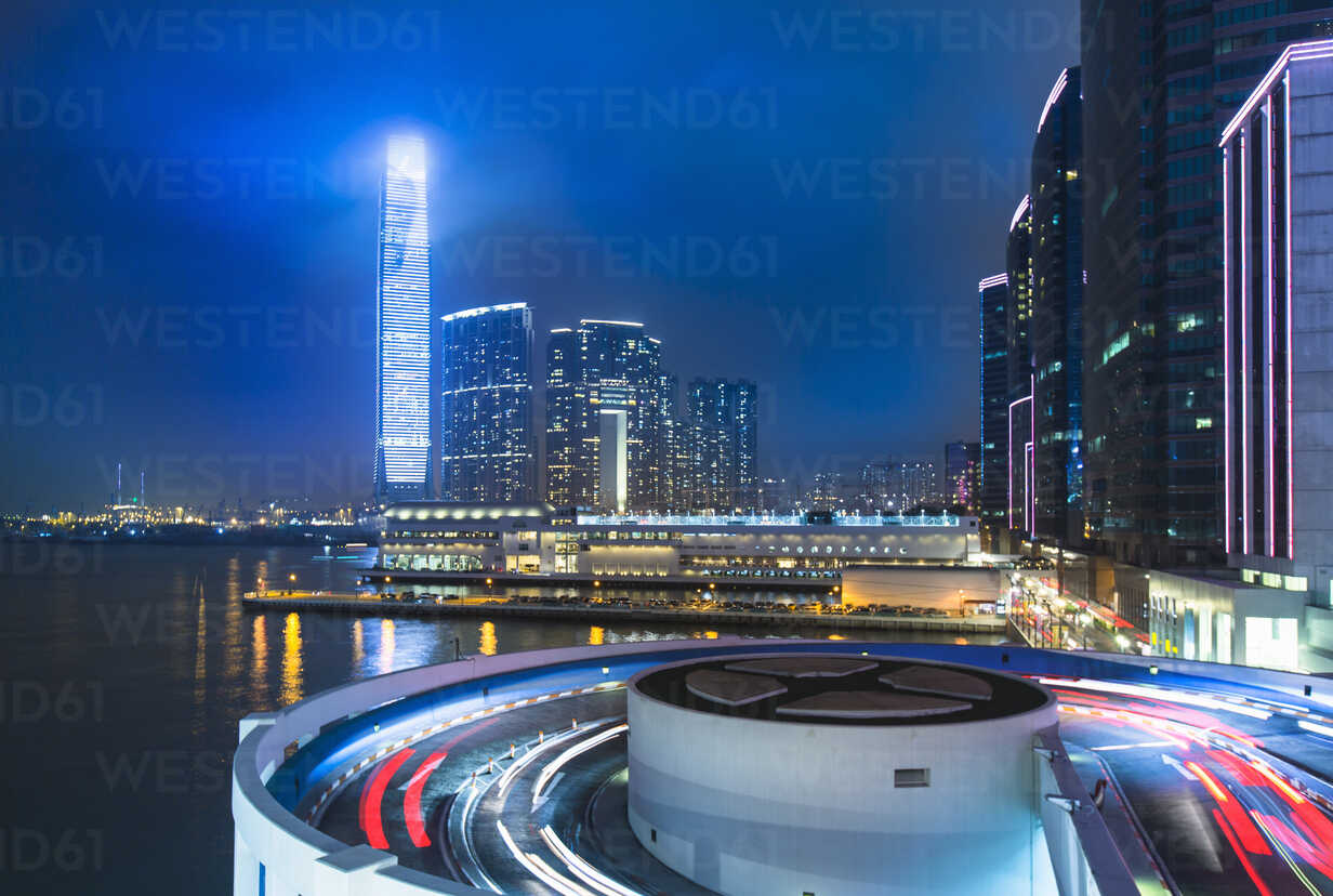 Kowloon business district: skyline with ICC building and cruise terminal at night, Hong Kong, China - CUF28327 - Henglein and Steets/Westend61