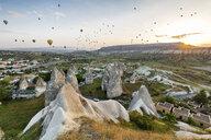 Turkey, Anatolia, Cappadocia, hot air ballons near Goereme at sunrise - FPF00176
