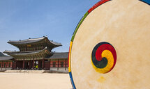 Korean drum at the entrance of Gyeongbok Palace in Seoul, South Korea - CUF28402