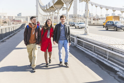 Russia, Moscow, group of friends walking over a bridge - WPEF00414