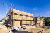 Germany, Esslingen-Zell, construction site of zero-energy buildings - WDF04679