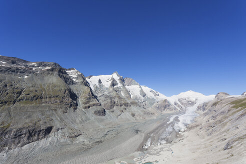 Austria, Carinthia, Grossglockner peak, Pasterze glacier and Johannisberg, view from Kaiser-Franz-Josefs-Hoehe, Hohe Tauern National Park - GWF05529