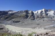 Austria, Carinthia, High Tauern National Park, Grossglockner peak and Pasterze glacier, view from Kaiser-Franz-Josefs-Hoehe - GWF05532