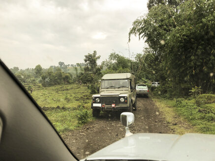 Congo, Off-road vehicles on dirt track - REAF00280