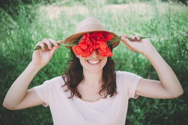 Woman holding a bouquet of red poppies in spring - GEMF02067