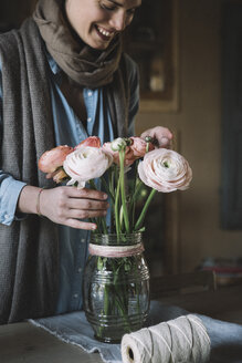 Woman arranging fresh flowers - ALBF00464