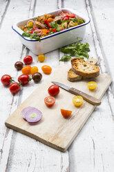 Panzanella made of roasted Ciabatta, rocket, red onions, tomatoes and basil - LVF07092