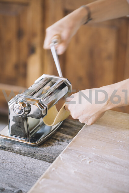 Woman preparing homemade pasta, using pasta maker - ALBF00497