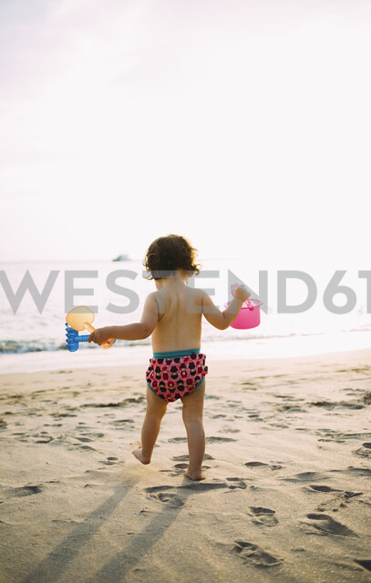 Baby girl playing on the beach - GEMF02075