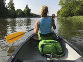 Germany, Leipzig, inner city canoeing on Elsterflutbett am Elsterwehr - GWF05546