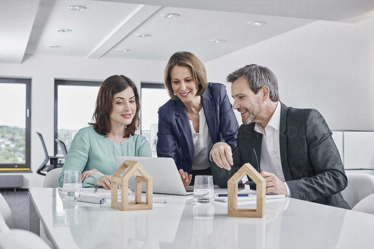 Business people having a meeting in office with laptop and architectural  models – Stockphoto