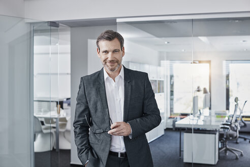Portrait of confident businessman in office - RORF01295