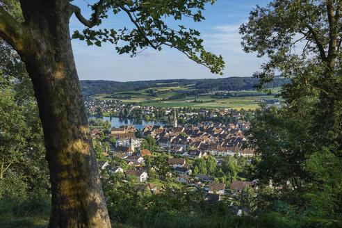 Switzerland, Canton of Schaffhausen, Stein am Rhein, View to old town - ELF01887