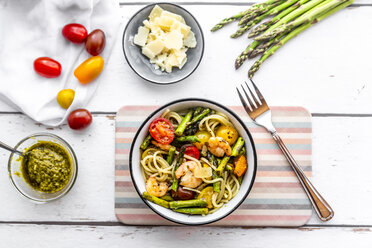 spaghetti with shrimps, green asparagus, tomato, pesto and parmesan - SARF03788