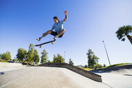 Young man skateboarding in park, Eastvale, California, USA - ISF13274