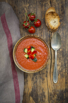 Gazpacho with cucumber and paprika topping - LVF07133