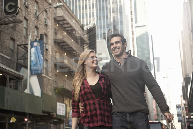 Young couple on vacation, New York City, USA - CUF34038