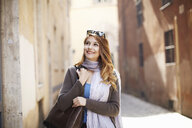 Young sophisticated woman exploring streets, Rome, Italy - CUF34315