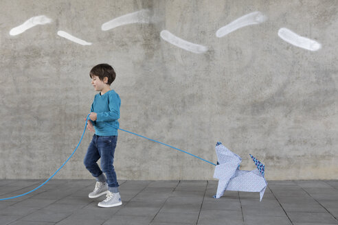 Little boy with origami dog - PSTF00141