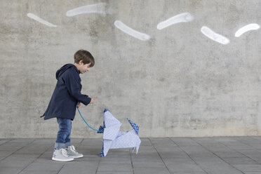 Little boy exercising with origami dog - PSTF00144