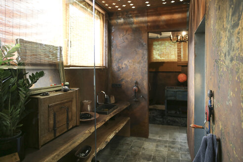 Bathroom with corten steel wall cladding - REAF00339