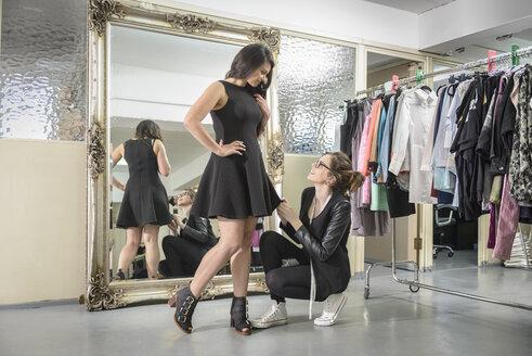 Fashion designers working together in fashion studio - CUF36143